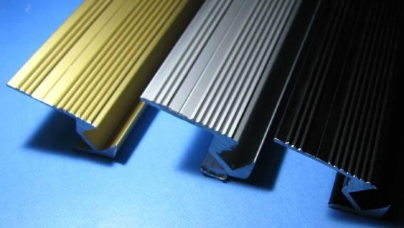 Алюминиевый профиль для кромки ступени