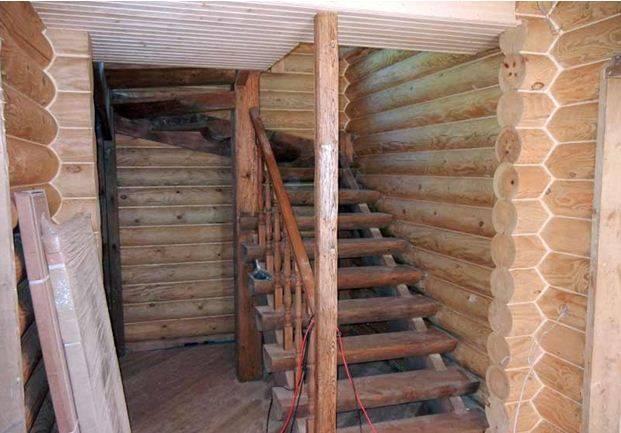 Деревянная лестница из полубревна своими руками