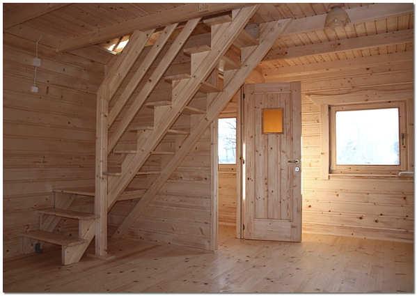 Деревянная лестница косоурной конструкции