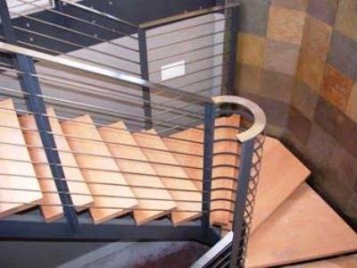 Деревянные ступени на лестнице. Крепление снизу, в «подтай»
