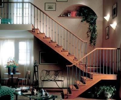 Дизайн лестничных пролетов в частном доме также требует внимания