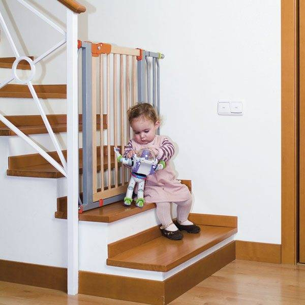 Если в доме маленькие дети, следует предусмотреть преграду во избежание травм
