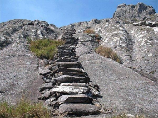 Этой лестнице много веков. Давайте выясним, что изменилось в строительстве за прошедшее со времен ее молодости время.