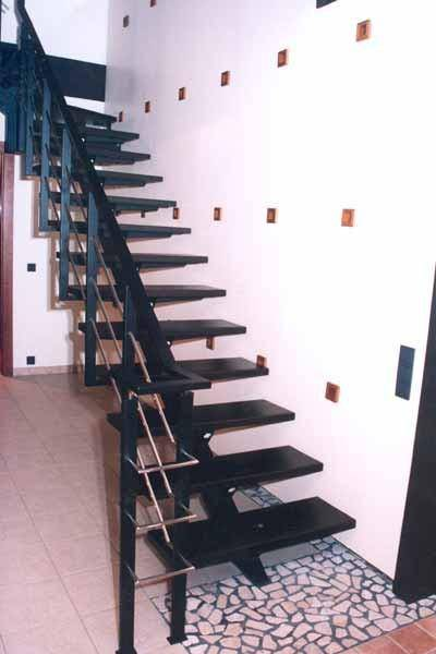 Фото дубовой лестницы в стиле хай-тек
