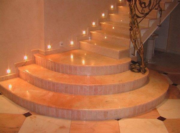 Фото красиво отделанной бетонной лестницы