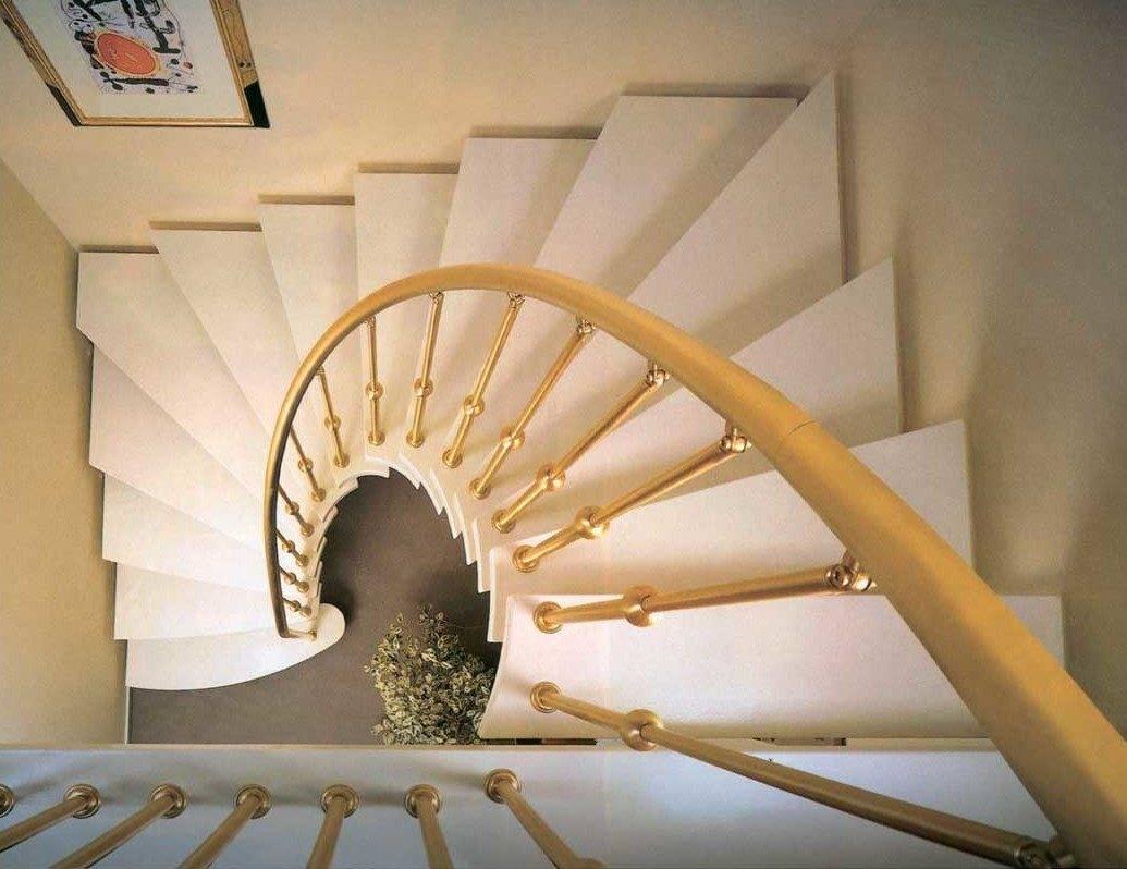 Фото лестницы сверху.