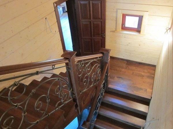 Фото маршевой лестницы из дерева