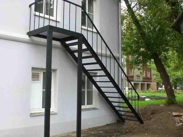 Фото металлической лестницы
