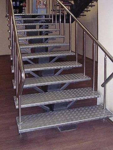 Фото металлической лестницы на