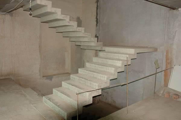 Фото монолитной железобетонной лестницы.