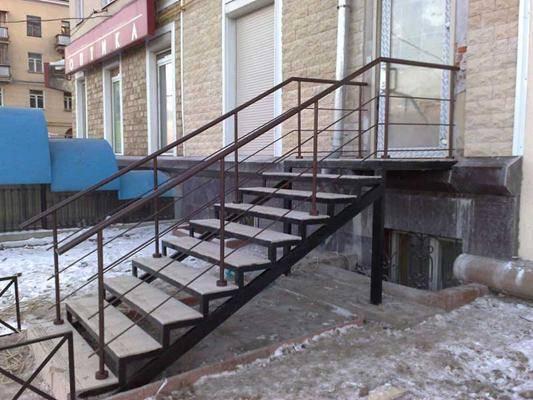 Фото наружной лестницы.