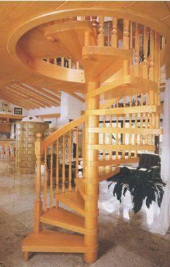 Главное в винтовых лестницах – основная опора, которая должна быть надежно зафиксирована к полу и потолку двух этажей