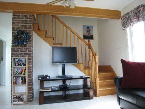 Готовая лестница, как на фото, станет украшением для вашего интерьера