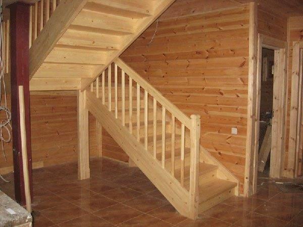 Готовая самодельная деревянная лестница
