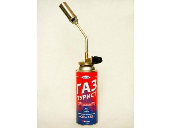Импровизированная горелка из газового баллончика отчасти заменит нам горн.