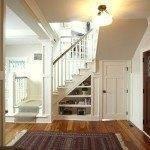 Интерьер прихожей с лестницей в частном доме