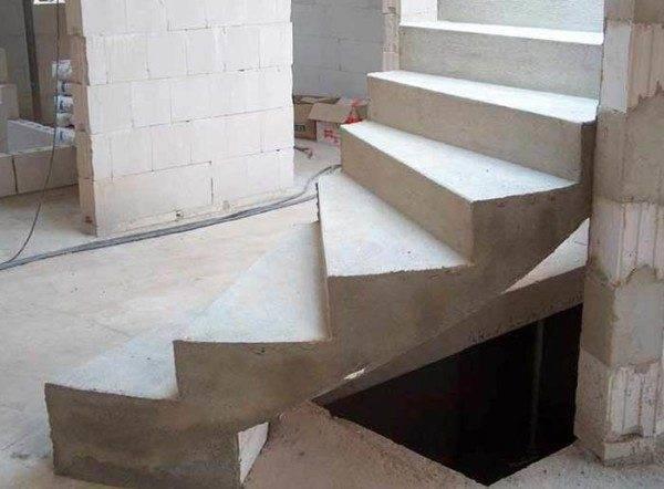Изделия из бетона встречаются наиболее часто.