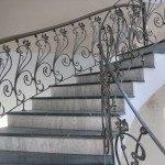 Каменная лестница с накладными ступенями