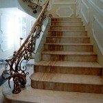 Каменная лестница в доме