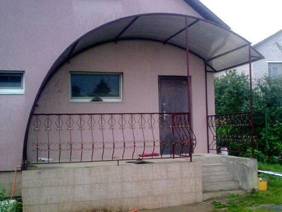 Крыльцо из сотового поликарбоната – прочная, красивая и современная конструкция