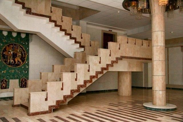 Лестница из натурального камня – красиво, респектабельно и очень дорого