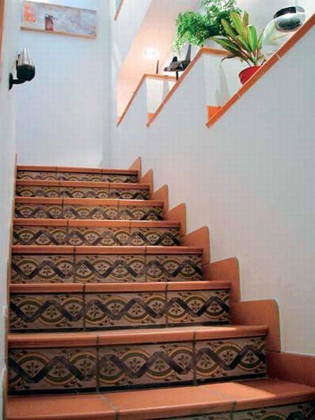 Лестничный проем, украшенный клинкерной плиткой