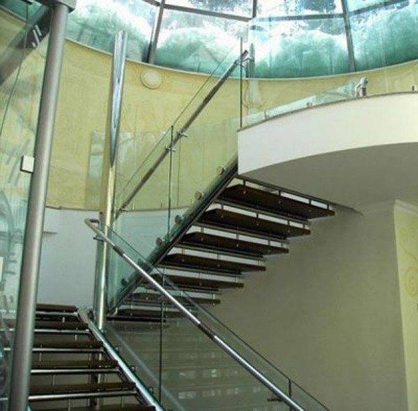 Лестница маршевого типа наиболее громоздка и занимает много места.