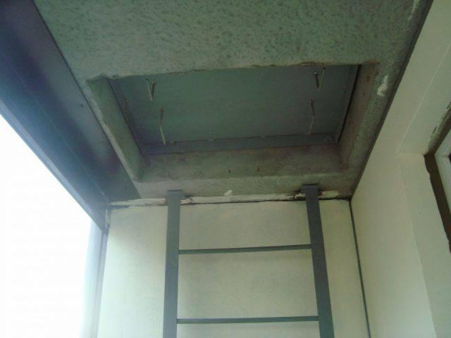Лестница на балконе квартиры: как обыграть, задекорировать н.