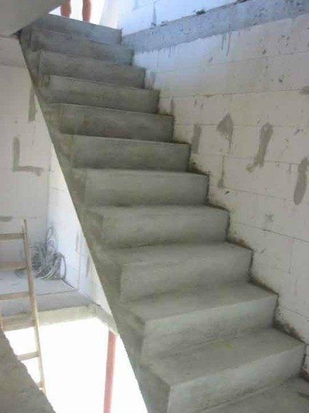 Лестницу из бетона можно построить своими руками