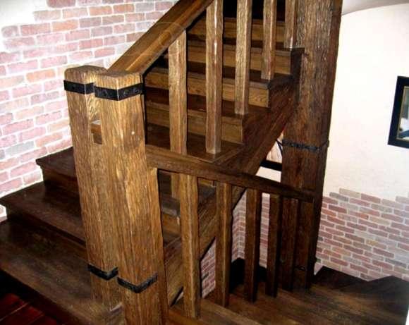 Любительское фото простейшей деревянной лестницы