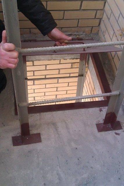 Убрать пожарную лестницу на балконе..
