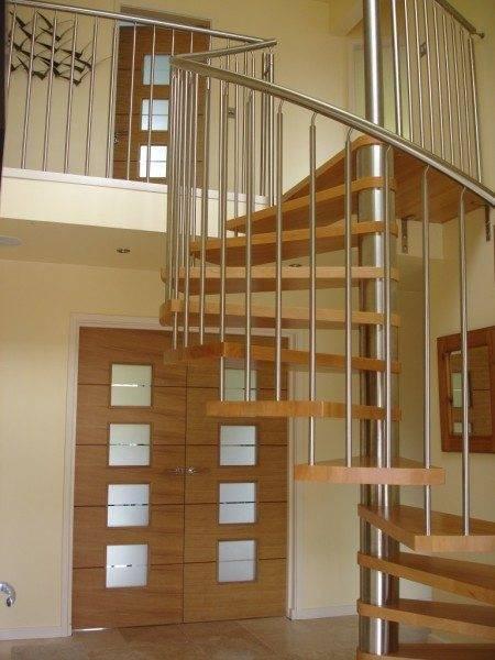 Модульная конструкция со ступенями из лиственницы.
