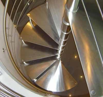 Ступеньки для лестницы – форма, материал, особенности конструкции