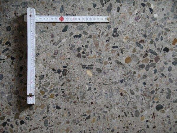 Мозаичный шлифованный бетон.
