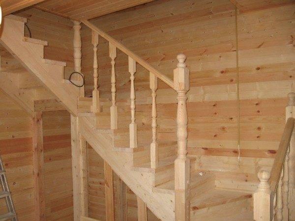 На фото – перила лестницы.