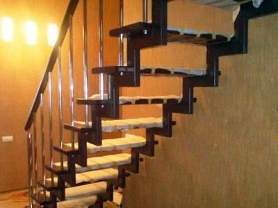 На фото демонстрируется отделка металлической лестницы деревом: своими руками создаем уникальный дизайн