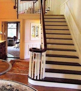 На фото красивая лестница для богатого дома