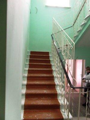 Ограждение для лестницы от детей в детском саду