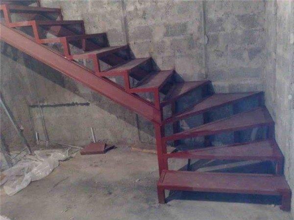 От самых простых – такая конструкция в подвале вполне приемлема.