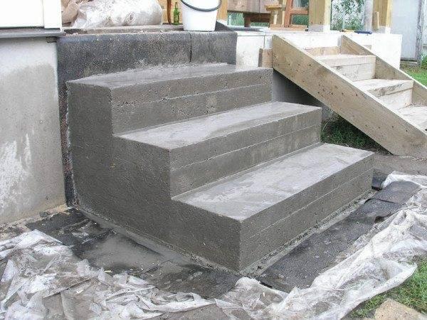По высоте бетонные ступени для крыльца не должны превышать 200 мм