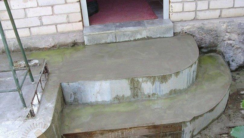 Полностью залитая бетоном конструкция