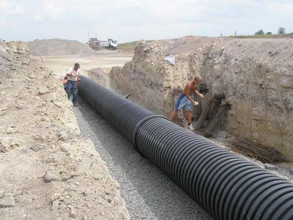 Прокладка канализационного трубопровода