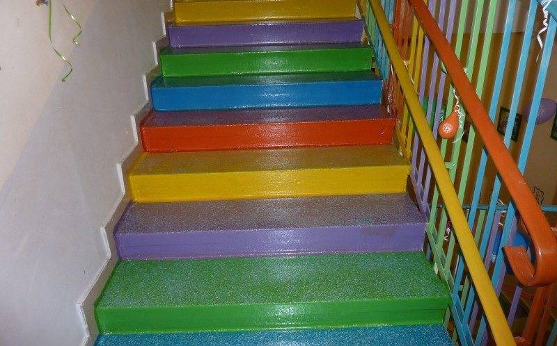 Оформление лестниц в детском саду своими руками фото