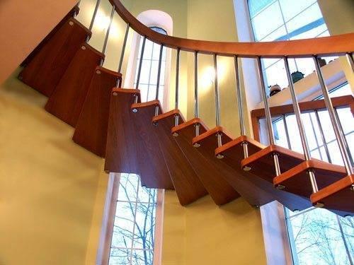 Сегодня для производства лестниц используют разнообразные материалы и их сочетания.