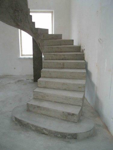 Сооружение бетонной лестницы внутри помещения