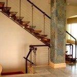 Современная лестница в частном доме