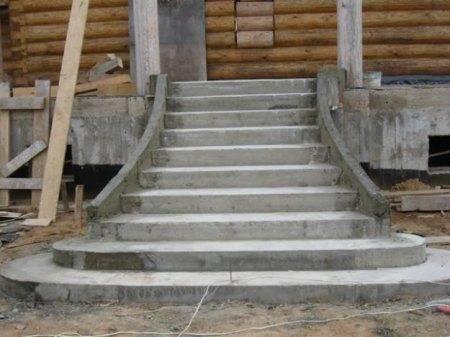 Ступени из бетона для крыльца могут быть разной формы и размеров