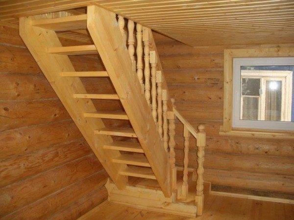 «Традиционная» деревянная лестница.