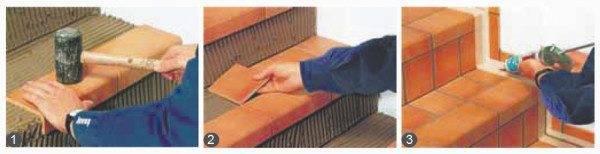 Укладываем плитку на раствор, корректируем резиновой киянкой