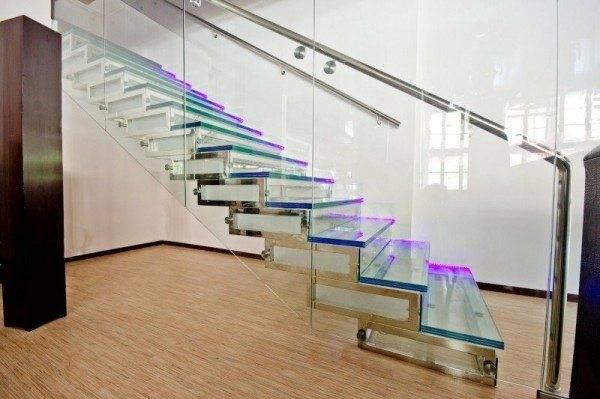 Вариант лестницы хай-тек